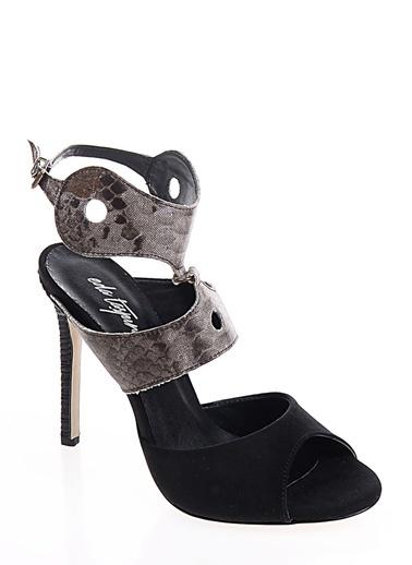 Eda Taşpınar Klasik Ayakkabı